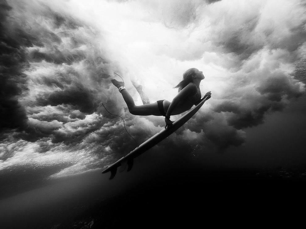 underwater-surfer_52784_990x742